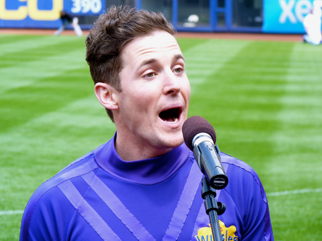 The Wiggles Mets Lachey Close Up