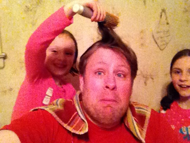 Jeff Bogle Gets Help with his hair before Dad 2 Summit in NOLA 1