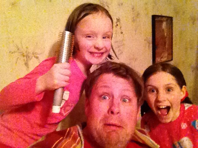 Jeff Bogle Gets Help with his hair before Dad 2 Summit in NOLA 3
