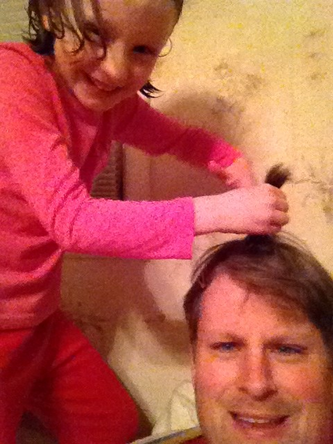 Jeff Bogle Gets Help with his hair before Dad 2 Summit in NOLA 4