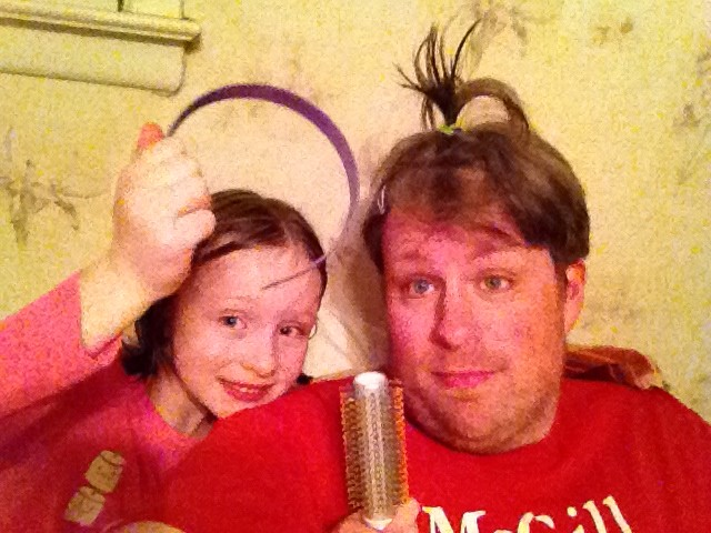 Jeff Bogle Gets Help with his hair before Dad 2 Summit in NOLA 5