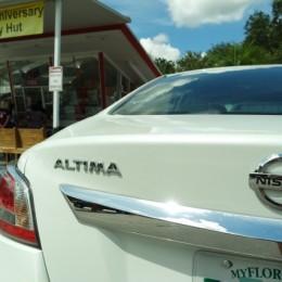 2014-Nissan-Altima-Review-rear logo view