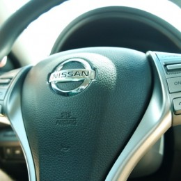 2014-Nissan-Altima-Review steering wheel view