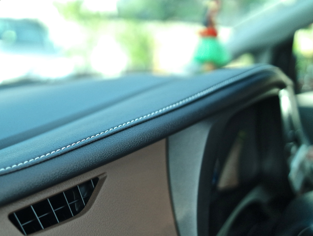 The-2015-Toyota-Sienna-Fine-Leathering-Stitching.