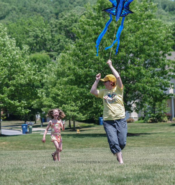 Jeff Bogle NX500 85mm Butterfly Kite and Wife and Youngest Daughter