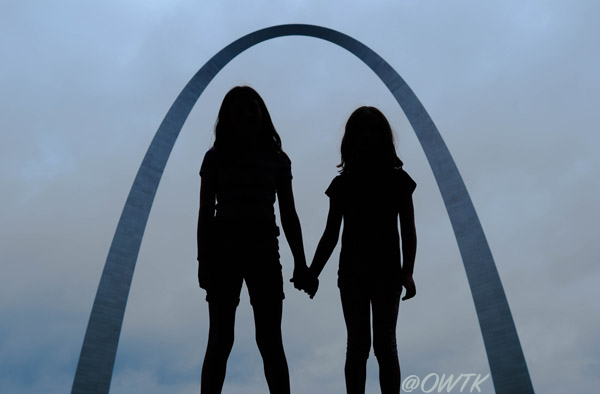 Jeff-Bogle-NX500-30mm-St.-Louis-Arch-and-Silhouettes-July-2015