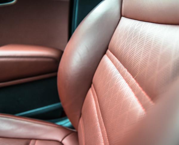 2016-Kia-Sorento-SXL-Front-Passenger-Seat-Up-Close