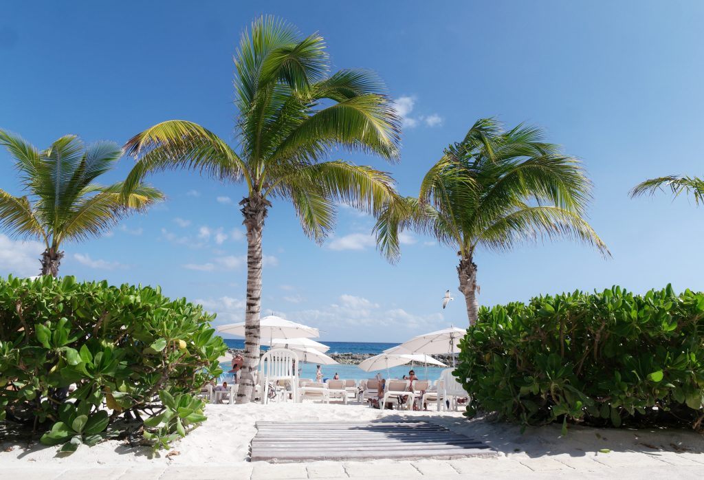 Hard-Rock-Hotel-Riviera-Maya-walkway-to-the-beach