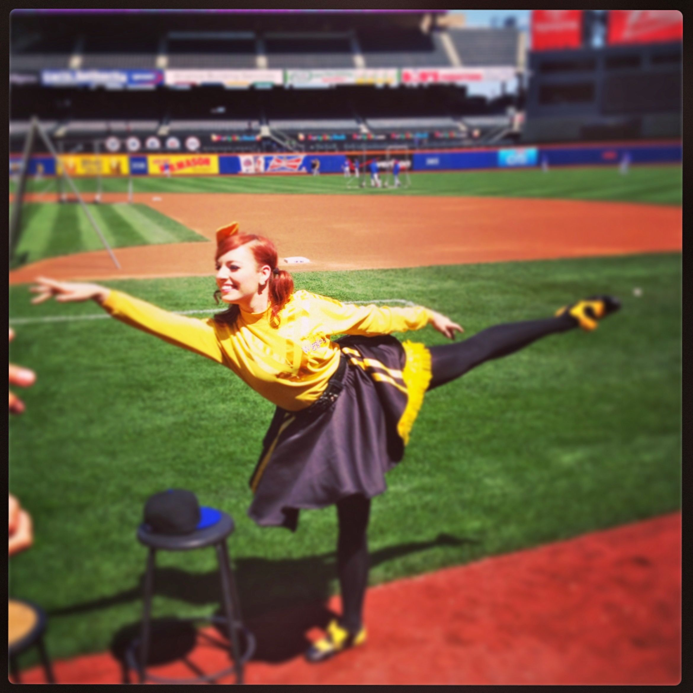 The Wiggles Mets Emma Ballet Pose - Out With The Kids
