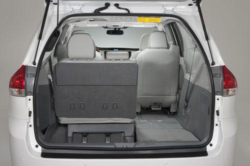 2013-Toyota-Sienna-Limited-066