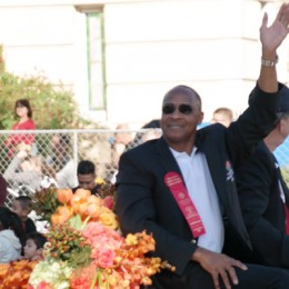 Lynn Swann Close Up at The 2014 Rose Parade Pasadena-2014 Rose Bowl Game Hall of Fame Inductee