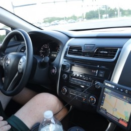 2014-Nissan-Altima-Review driver side leg room review