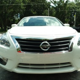 2014-Nissan-Altima-Review front grill close up