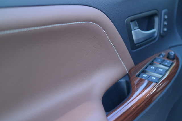 The-2015-Toyota-Sienna-Leather-Stitching-on-Door