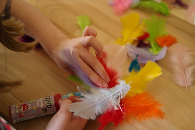 Amazon-Kids-Annedroids-Inspired-Invention_Tiny-Hands-Glue-and-Feathers