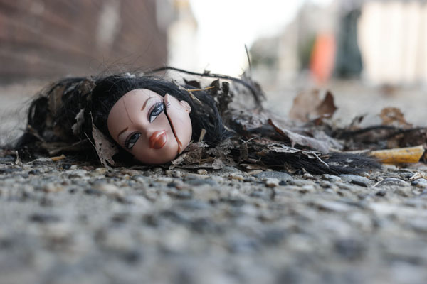 Doll-head-on-the-Street-in-Philly