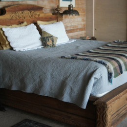 Yellow-Ferry-VRBO-Sausalito-Houseboat-Rental_Master-Bed