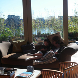 Yellow-Ferry-VRBO-Sausalito-Houseboat-Rental_Relaxing-on-the-boat
