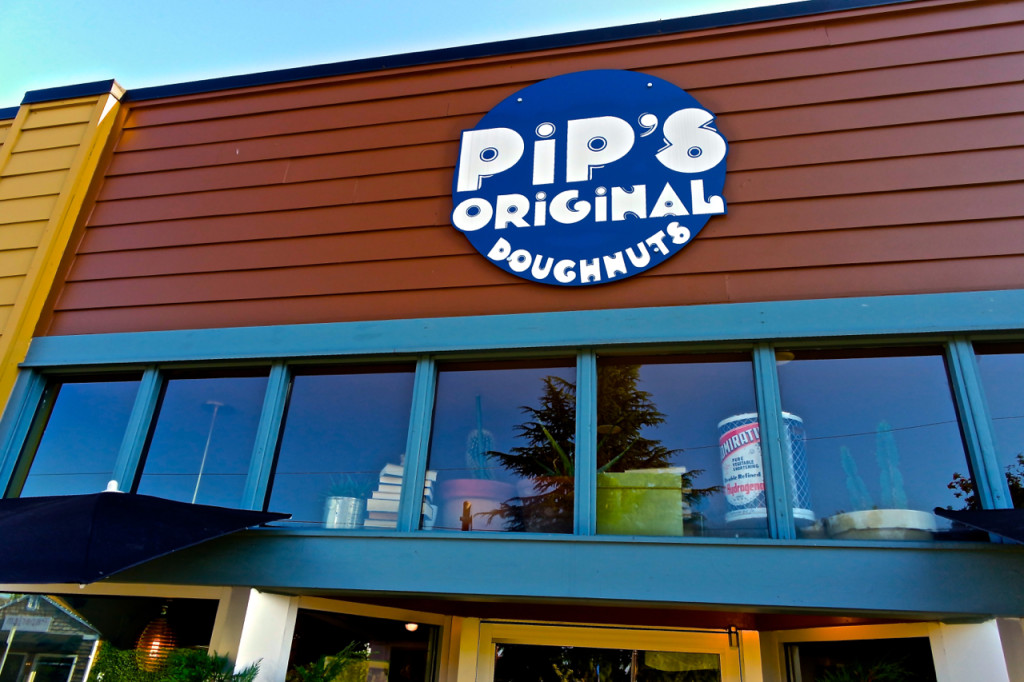 Pips-Original-Doughnuts-Portland-OR-sign