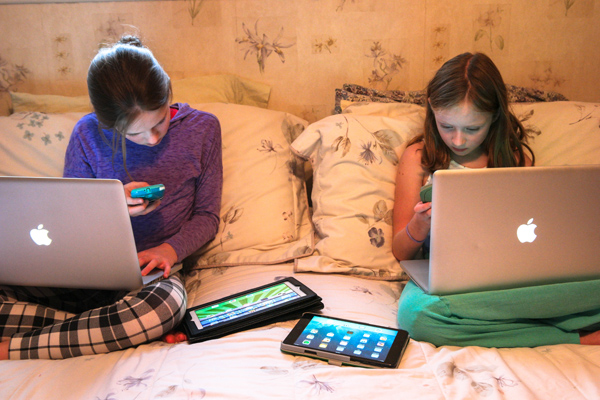 Torch Wireless Router Kids with Laptops Phones Tablets
