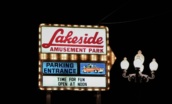 13-Travel-Experience-Kids-Should-Have-Before-They-Grow-Up_Lakeside-Amusement-Park-at-Night